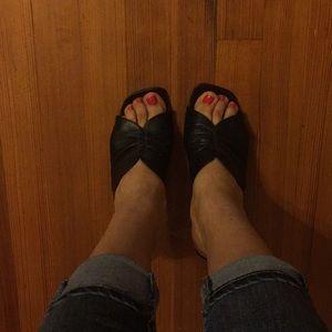 Meucci black leather heels